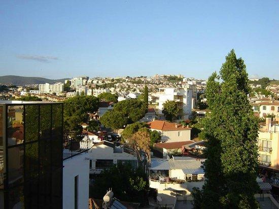 Melike: Вид с террасы на город