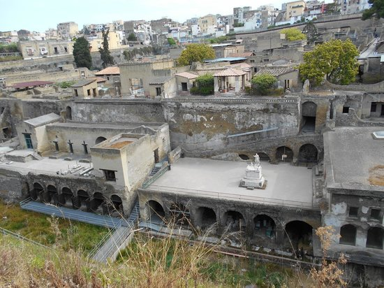 Ruins of Herculaneum : View over ancient Herculaneum