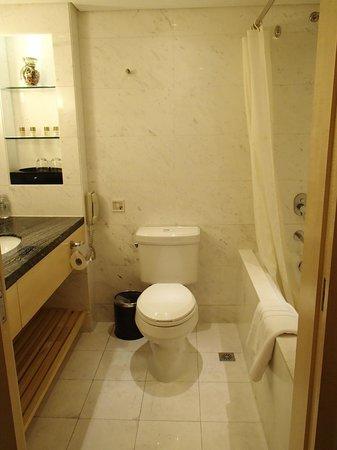 Jin Jiang Tower Hotel: Bathroom