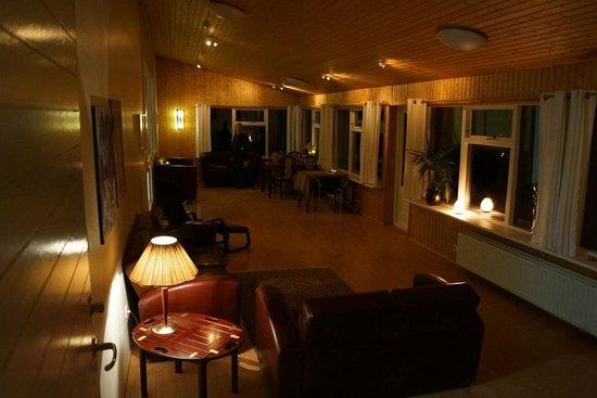 Guesthouse Hvita: Dining sitting area