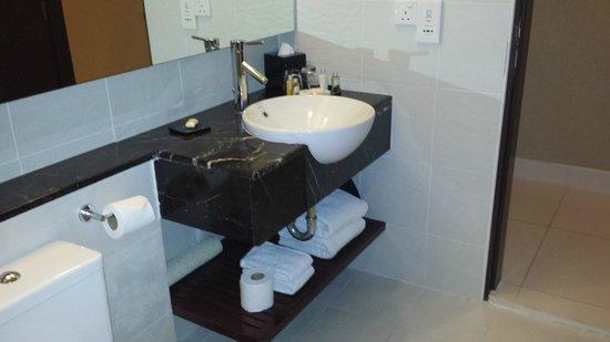 PARKROYAL Serviced Suites Kuala Lumpur: bathroom sink