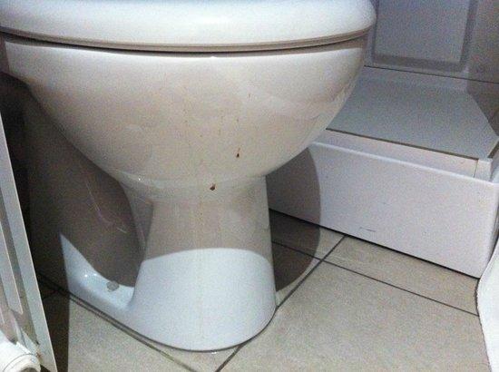 Hotel Icare: vomi sec sur les toilettes