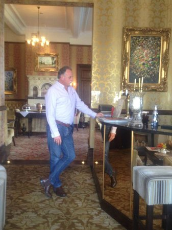 Camelot Castle Hotel : Roger posing at the bar