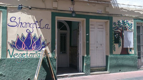 Shangri-La Vegetarian Restaurant: Entrada del establecimiento
