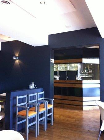 Tarallucci: Blick vom Restaurant an die Theke