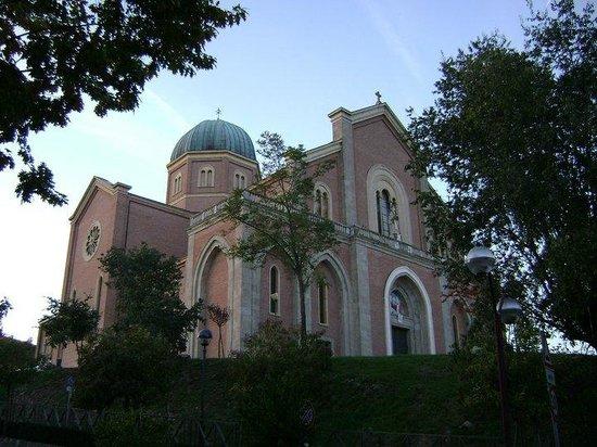 Marco Polo Terme : Chiesa di Montegrotto - fronte hotel