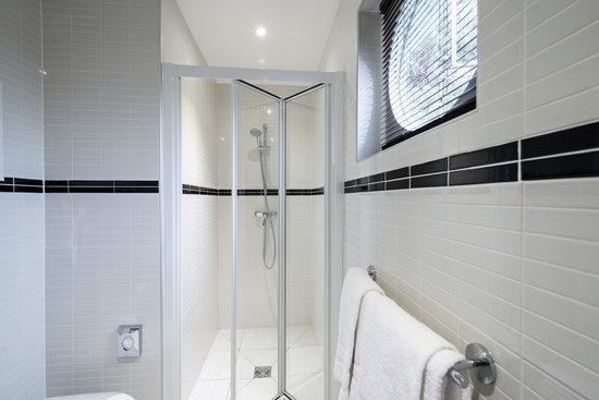 COMFORT HOTEL Champigny sur Marne : Salle d'eau