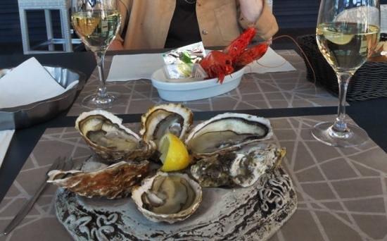 Les Poissonneries de la Côte Catalane: super way for serving oysters and giant shrimps in Port-Vendres