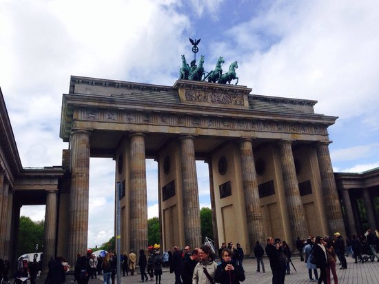 Photo of Monument / Landmark Brandenburg Gate (Brandenburger Tor) at Pariser Platz, Berlin 10117, Germany