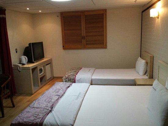 Hansan Hotel Condo: Chambre avec vue sur le port (408)
