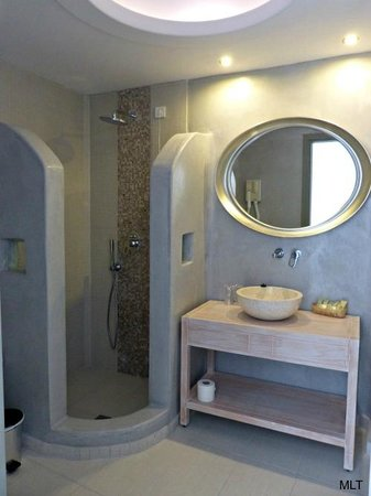 Aegean Plaza Hotel: Nice bathroom