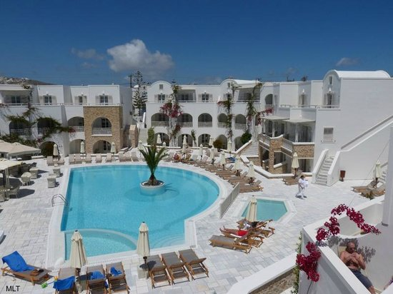 Aegean Plaza Hotel: the very nice pool, not big but the sea is only 5 minutes away.