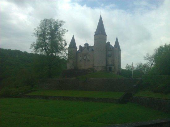 Castle Veves: Vue sur le château
