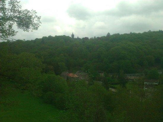 Castle Veves: Vue depuis le château sur le village et au loin le Miranda 's Castle