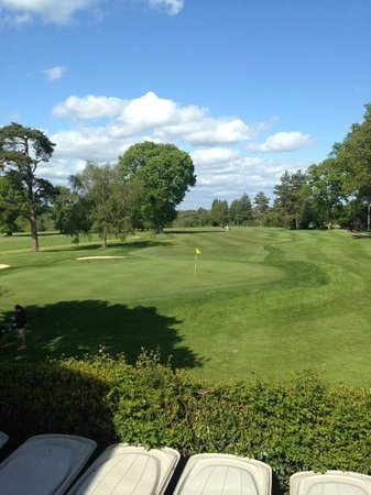 Cottesmore Golf and Country Club: 18th Green from the balcony bar
