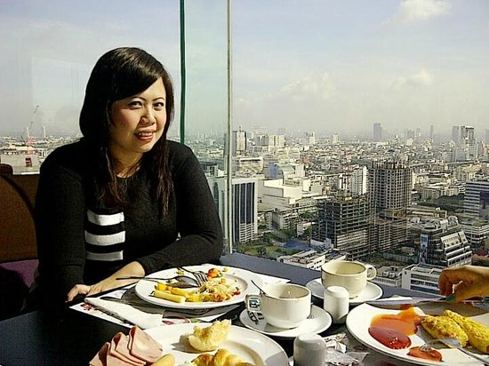 Baiyoke Suite Hotel : The view from resto in the morning