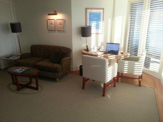 Pullman Reef Hotel Casino: Junior Suite work area