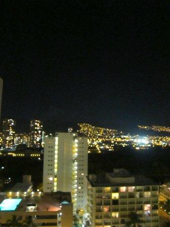 Royal Kuhio Resort: ラナイからの夜景色
