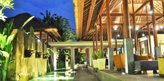 Legian Beach Hotel: Lobby