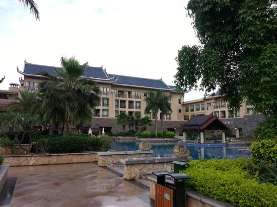 InterContinental Huizhou Resort: 酒店外觀,有些破落