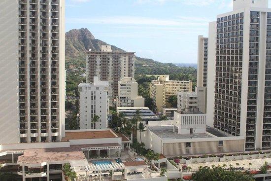 Alohilani Resort Waikiki Beach: 客室からはダイヤモンド・ヘッドの横顔が見れました。