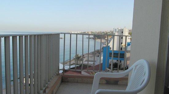 Ahiram Hotel: Балкон в номере