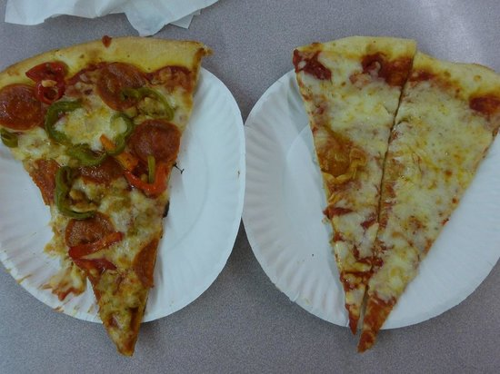 New Castle Farmer's Market: Mamma Gina's Pizza Slices