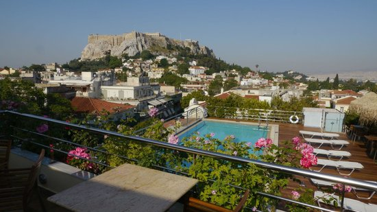 Electra Palace Athens: Roof Garden Restaurant and Pool with a great view of Acropolis