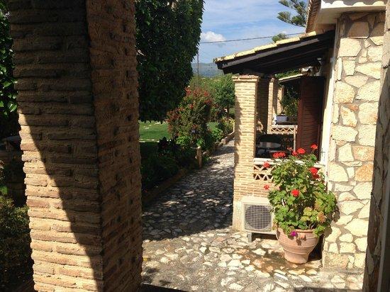 Garden Village Apartments : The grounds