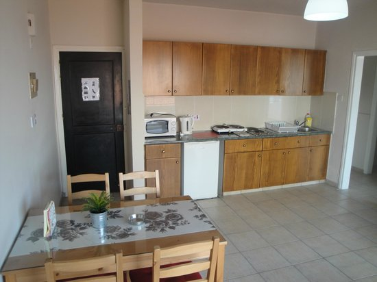 Alexia Hotel Apartments : Kitchen/Living