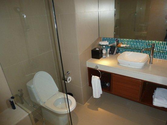 DusitD2 Phuket Resort : Very nice bathroom