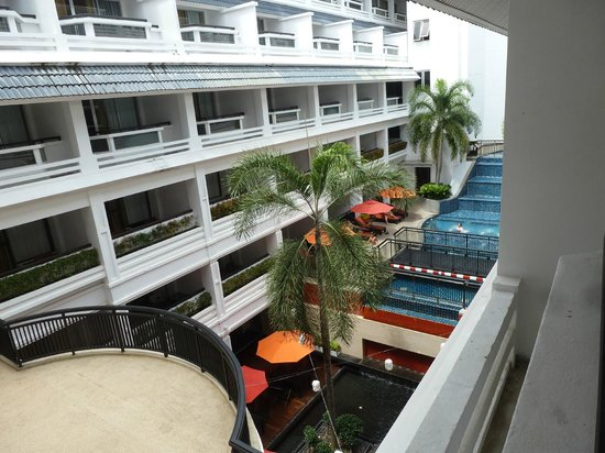 DusitD2 Phuket Resort : Another pool view from 4th floor