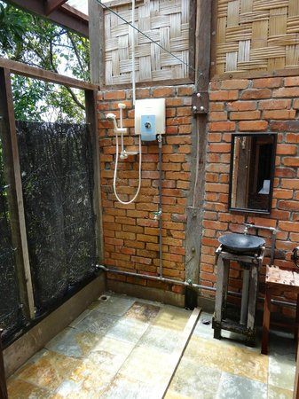 Paganakan Dii Tropical Retreat: great outdoors bathroom