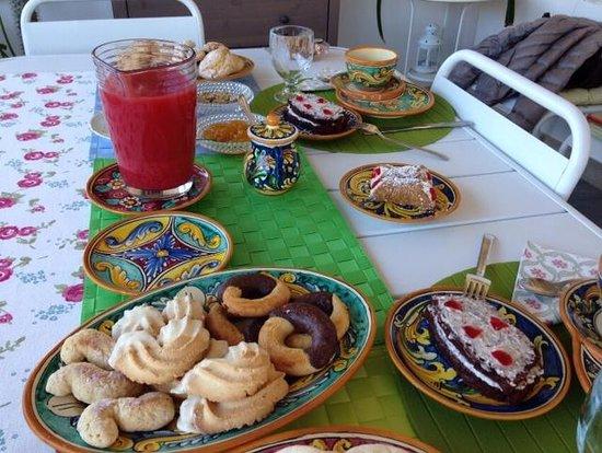 B&B Il Piccolo Attico : la prima colazione alla veranda!