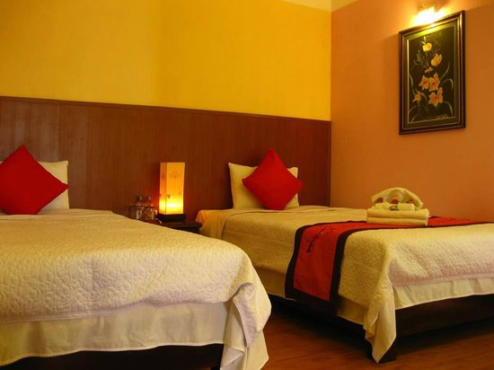 Sapa Elegance Hotel: two single beds in a familly room