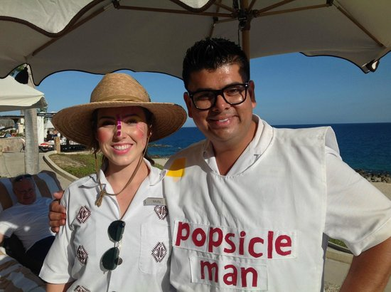 Hilton Los Cabos Beach & Golf Resort: Jorge - famous pool concierge. With Molly ( Jorge will always exceed your expectations!)