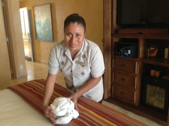 Hilton Los Cabos Beach & Golf Resort: Our housekeeper - just lovely.