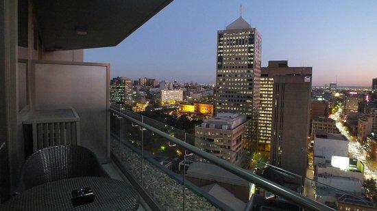 Meriton Serviced Apartments Campbell Street : Balcony