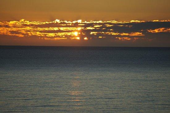 Hilton Los Cabos Beach & Golf Resort: Sunrise each morning is spectacular