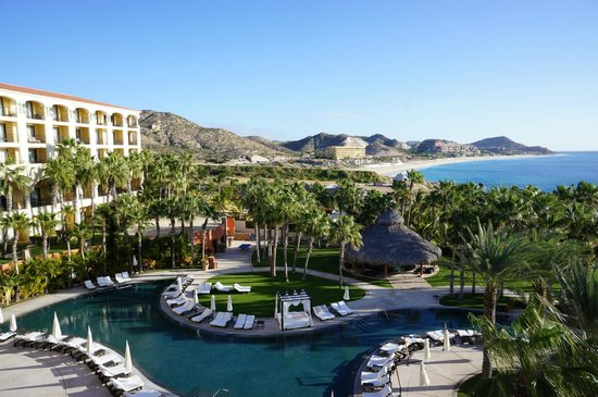 Hilton Los Cabos Beach & Golf Resort: View of the other pool area and the beach