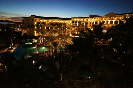 Hilton Los Cabos Beach & Golf Resort: Sunrise over the Hotel