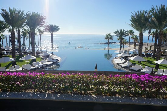 Hilton Los Cabos Beach & Golf Resort: View from El Meson Restaurant - pool and ocean ( the breakfast is fab and dinner yummy)