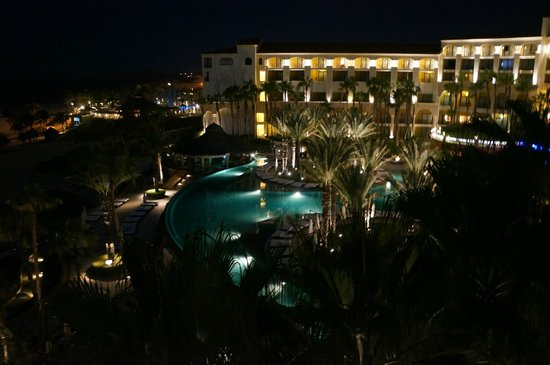 Hilton Los Cabos Beach & Golf Resort : The hotel at night.....
