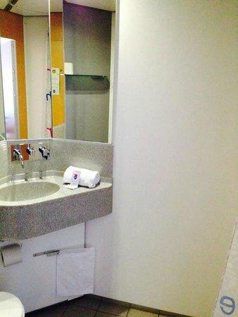 Cabinn City Hotel: bathroom,,,