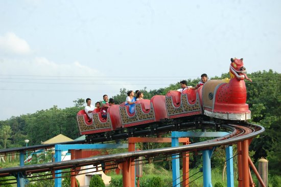 Rose Valley Amusement Park: DRAGON ROLLER COASTER