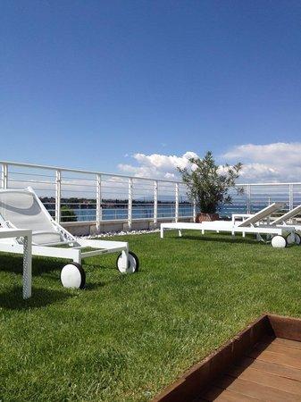 Hotel Acquadolce : Takterasse med solstoler, nydelig utsikt!
