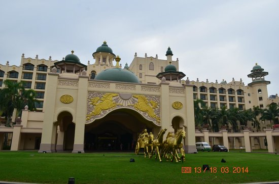 Palace of the Golden Horses: The real Palace like Property.