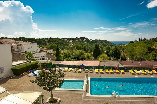 Els Llorers: Sea\pool view