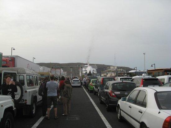 Los Cristianos Harbour : In Los Christianos - Verladung.