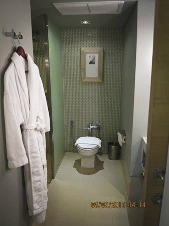 Pullman Pattaya Hotel G: ห้องน้ำมีสายชำระ
